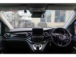 運転席、助手席になります。座った感じはこんなイメージになります。視界良好