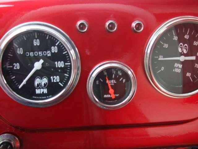 オートメーターフューエルメーター、Mooneyesスピードメーター、タコメーター