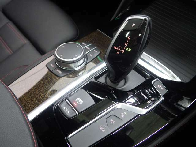 BMWライフをさらに素晴らしいものにするために、BMWカードもご用意しております。ご利用金額1,000円ごとに1ポイントたまります。BMW正規ディーラーでのご利用につきましてはポイントが2倍になります。