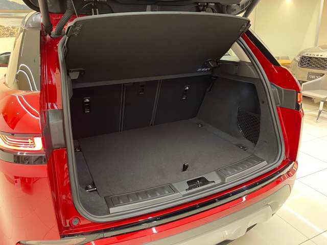 全長435cmとしては広々としたラゲッジルーム、ベビーカーでも楽々積載可能です。