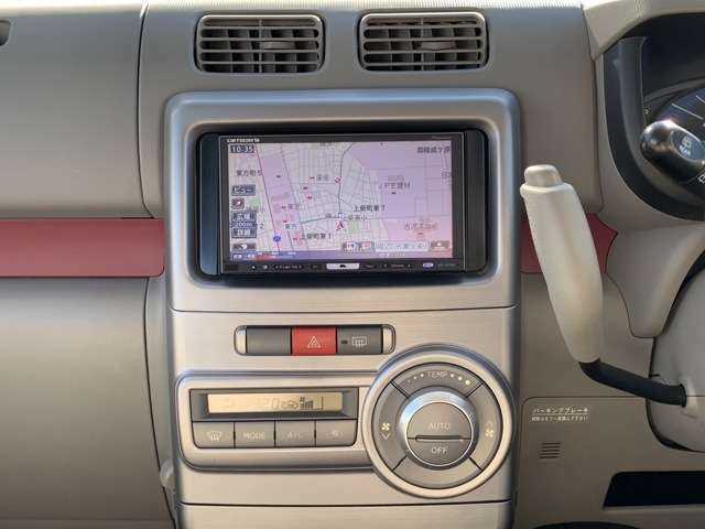 装備も充実うれしいなー、仕置きの手段さ! 社外HDDナビ(カロッツェリア/AVIC-HR900)、ワンセグテレビ(走行中可能)、DVD再生、CD録音、ブルートゥースなど、エキセントリックな装備満載です