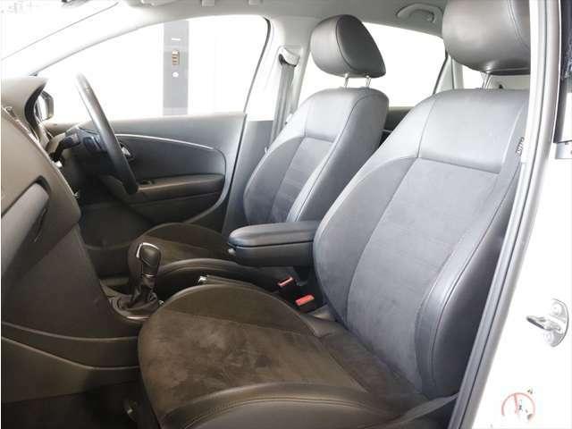 長時間座っていても疲れにくい安定感のあるフォルムを採用。デザインや質感にもこだわり、快適に過ごせる空間を追求しています。シートの高さやステアリング位置は、運転姿勢に合わせて細かく調整でき便利です。