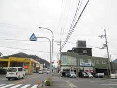国道27号線沿い 舞鶴東ICよりお車で3分程度 タイヤプロショップとしても地域の方から支えられております。