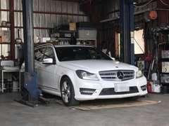 自社整備工場完備です。突然の修理・車検・鈑金もお任せください