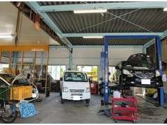 整備士資格を取得した熟練の整備スタッフを数名配備し、隅々までお客様のお車をチェックして参ります☆