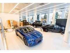 ショールームには常時8台のお車の展示、しております。ご納得のいくまで、ご自身の五感でベントレーをご堪能ください。