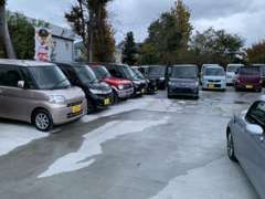 国産車、軽自動車から輸入車まで幅広くご用意しました!ローンも大歓迎です!