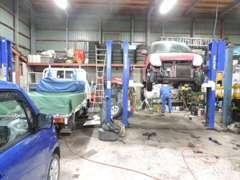 当社が信頼する指定工場で安心・安全。納車点検整備をします。