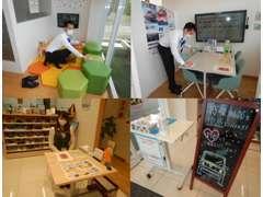 お子様が遊べるキッズスペースがあります。積み木や絵本をいっぱいご用意しております!