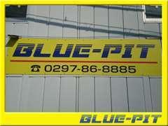 黄色い看板が目印!中古車販売だけでなく車検、鈑金、修理、保険 何でもお任せください!