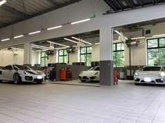 最新設備を備えたポルシェ専用のサービス工場。