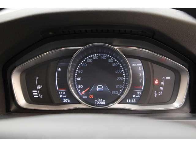 フル液晶タイプのメーターパネルが採用されており、表示スタイルの切り替えも可能です。