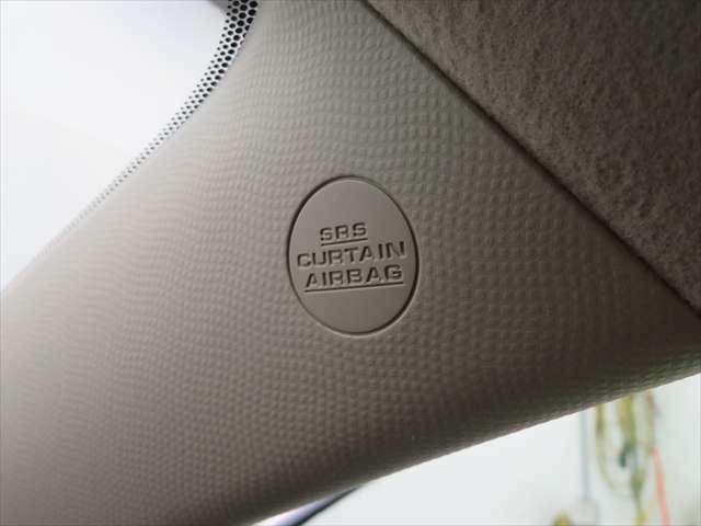 カーテンエアバッグ:サイドウィンドウを覆うように展開し、横からの衝撃や飛び散ったガラス等から頭部を保護してくれます。