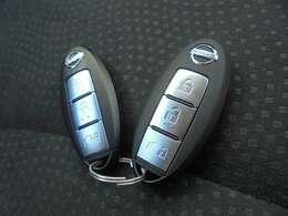 インテリジェントキー、上からみっつ目のスイッチは充電ハッチオープン用です