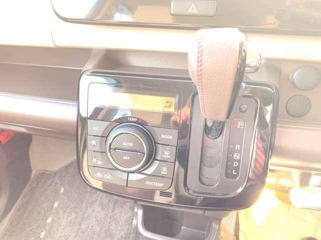 エアコンはオートエアコンです☆温度調節も細かくできるので車内を快適な温度にできますよ(*^^*)