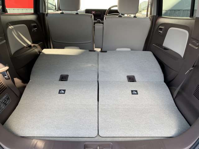後席シートをたおすとフラットな空間に(^○^)荷物もたくさん乗りますね☆