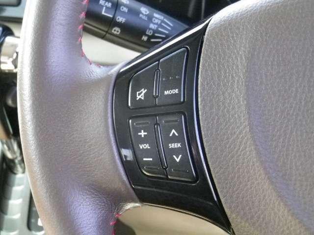 ステアリングスイッチで運転中も選曲・音量調整が楽にできます☆