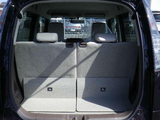 ラゲッジスペース リヤシートを前にスライドさせれば広く使うことができます☆