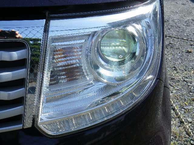 キセノンヘッドランプ装備!白色光で明るく照らしてくれます。夜間の運転も安心です☆
