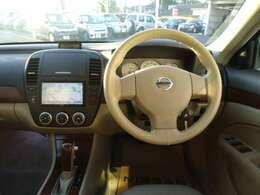 運転席になります。