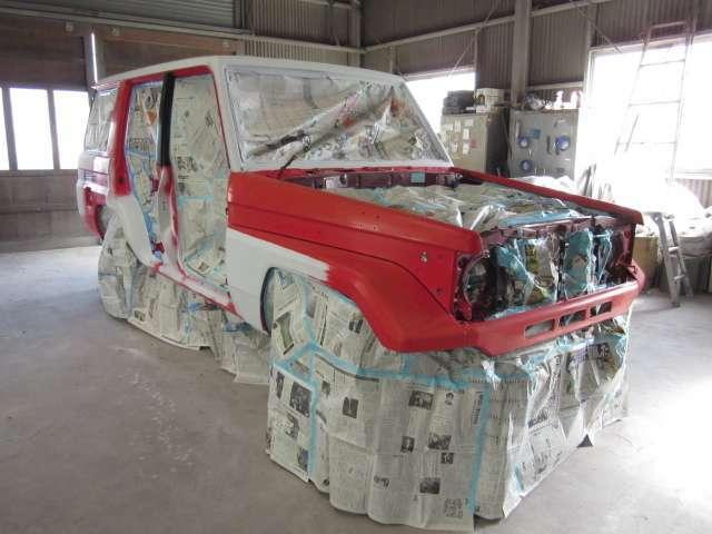 元々、綺麗な車輌をベースに高級塗料(レッド・FD3S)を使い高品質全塗装をします♪高級塗料ゆえ末永く輝きます☆手間・ヒマを惜しまず、ドア内側・トランク内側・給油口内側なども正しく美しく塗装しています☆