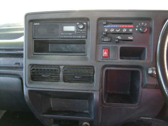 AM/FMラジオ、エアコン付です。