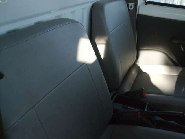 ビニール素材のシートで汚れも付きにくいです。