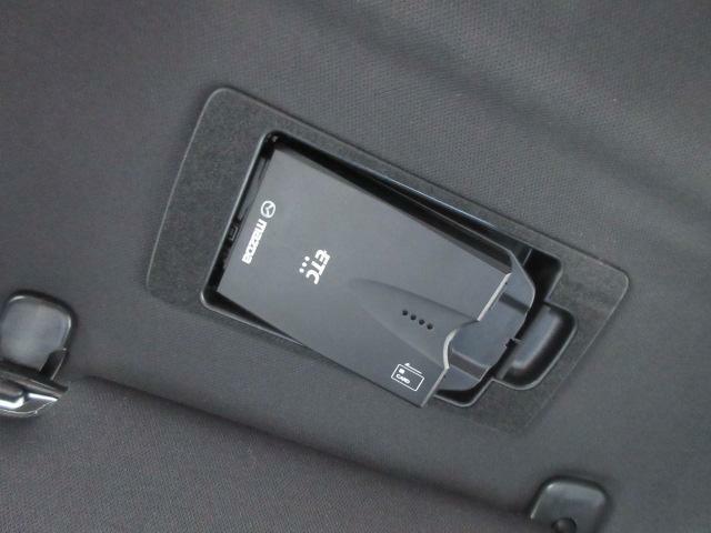 ETC車載器は専用ボックスにてバイザー裏に隠れて装着されております。