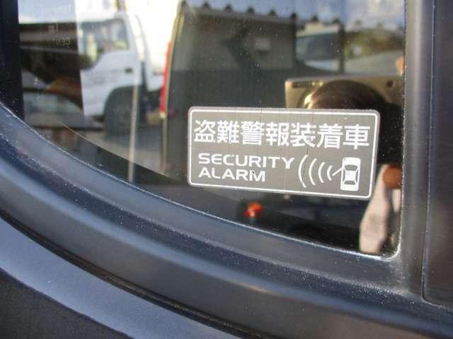 ナビが付いているのでセキュリティアラームがあると盗難防止となります。