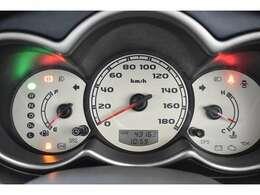 見た目もGoodなタコメーター♪タコメーターがあるとエンジン効率良く運転ができ省燃費運転が可能です! エンジン回転数を把握出来るのでスポーティな走行も可能です!
