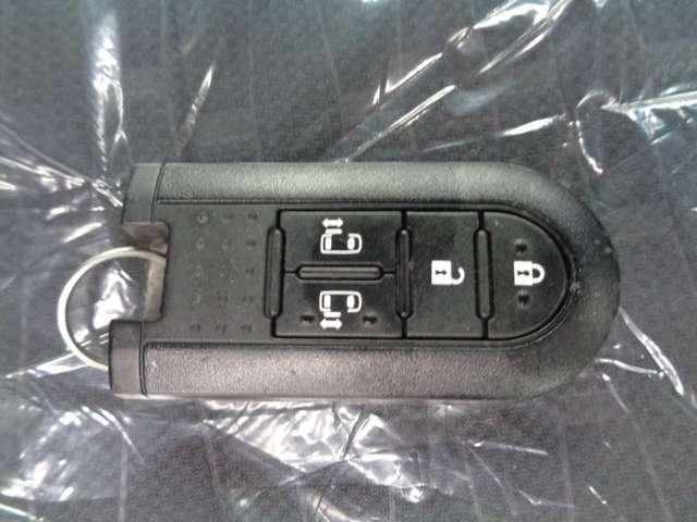 プッシュスタートでスマートキー付きです。カバンやポケットにキーを入れていてもエンジンがかかる便利な機能です。