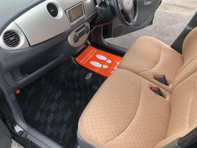お買い上げいただいたお車にお車にフィットした高級感なシートカバーはどうでしょうか?ご相談くださいね