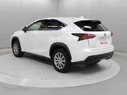 「Premium Urban Sports Gear」をコンセプトに、都会を機敏に駆け抜ける高い走行性能と、SUVらしい力強さを兼ね備えた「NX」です。