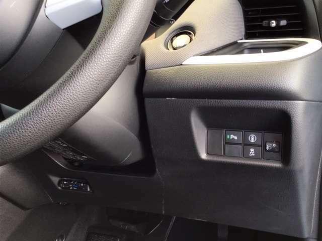 左側に高速で便利なETCがあり、横滑りを防ぐVSAなどのスイッチは、運転席の右側、手の届きやすい位置にあります。