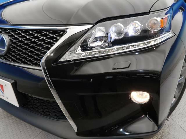 【三眼LEDヘッドライト】スタイリッシュな見た目の三眼LEDヘッドライトを装備♪スタイルだけでなく、夜間の走行も視界良好で安心してお乗りいただけます。