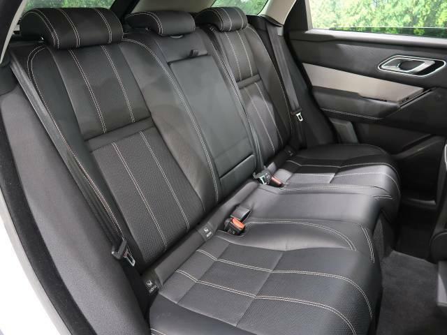 『セカンドシートは使用感も少なくキレイな状態です!大人でも快適に乗って頂けます!』