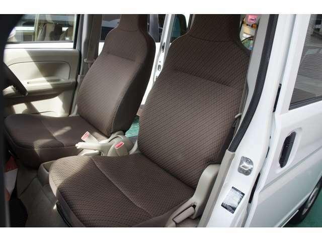 運転席&助手席はリクライニングシートになり休憩時も嬉しい♪