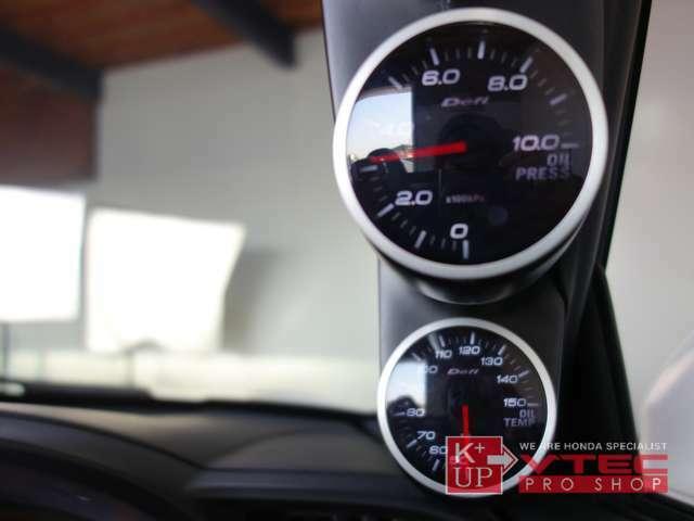 テクトム水温計・Defi油温計・油圧計が装着済みです。エンジンコンディション確認の為のマストアイテム。オーディオは純正CD/MD。動作良好です。社外オーディオへの交換も是非ご相談下さい。