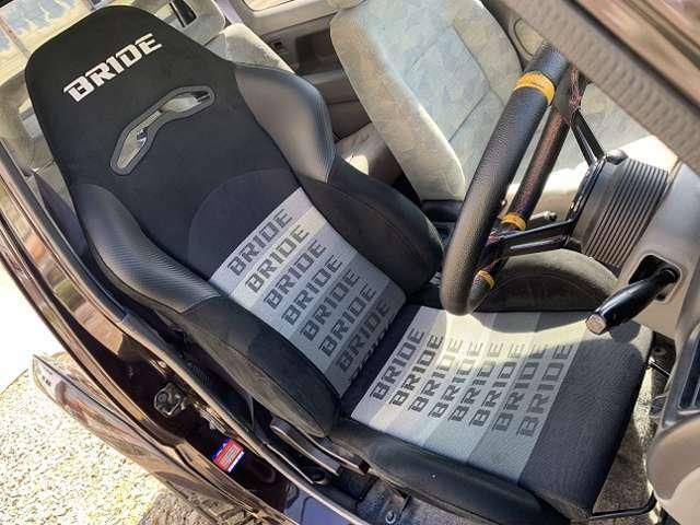 運転席ブリッド製セミバケットシート。助手席はノーマルです。