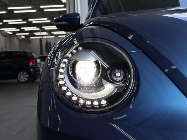明るいバイキセノンヘッドライトとLEDのポジションライトが個性を演出いたします。