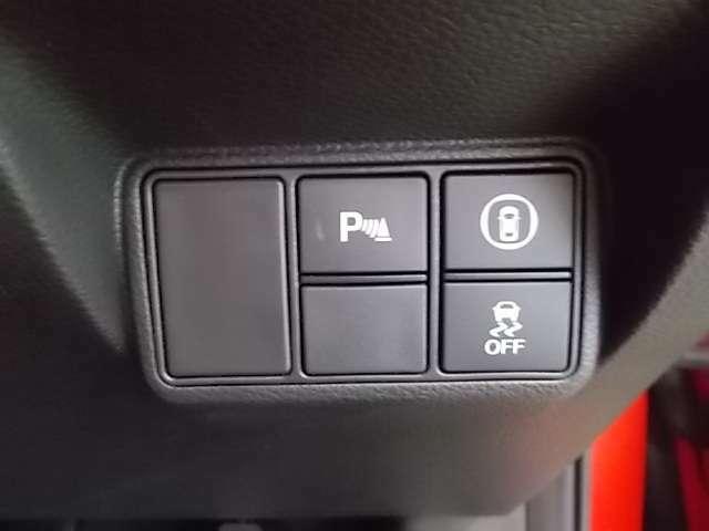 運転の不慣れな方ご安心してください。前後コーナーセンサが装着されております。