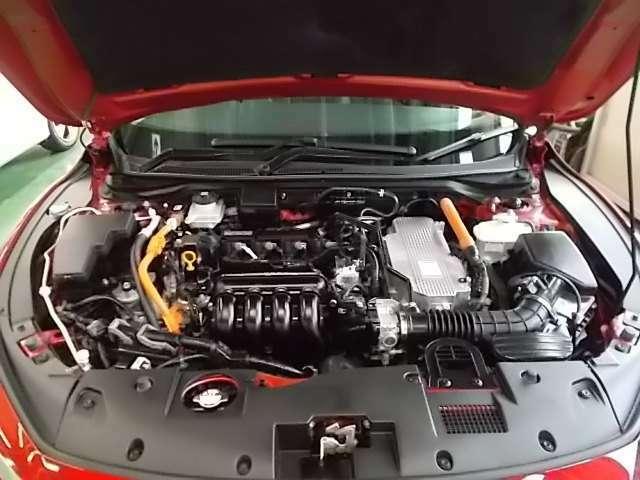 ドライバーのアクセル操作に呼応して気持ちよい加速感と静粛性を高いレベルで両立した、2モーターハイブリッドシステム「e:HEV(イー エイチ イー ブイ)」を搭載しております。