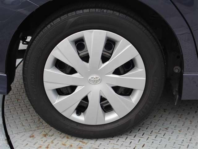 タイヤサイズが185/60R15!残り溝は4ミリ程度です!