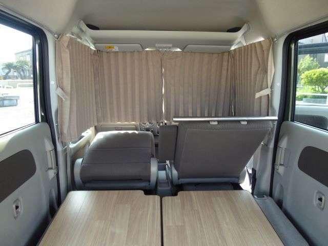 オリジナルカーテンは運転席から助手席(フロントガラス)までグルっと囲みます!