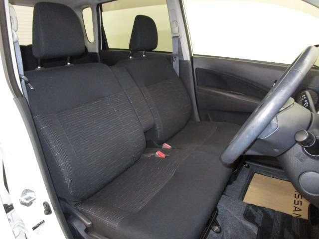 ドライバー目線で、使いやすく安全操作性と良好な視界を実現した運転席です。