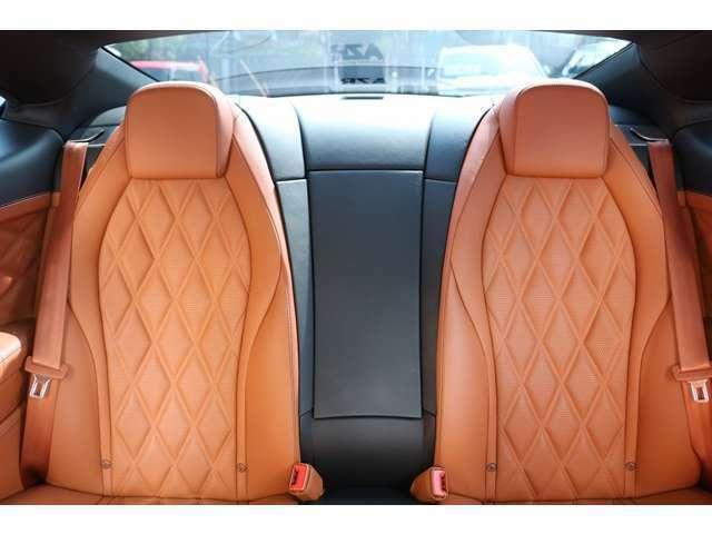 リアシートもフロント同様のデザインとなっております!使用感もなく、とても綺麗な状態です!是非、一度現車を御覧ください!