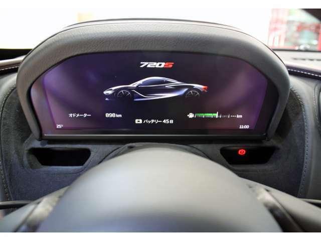 スピードメーターは電源OFFになると収納されます