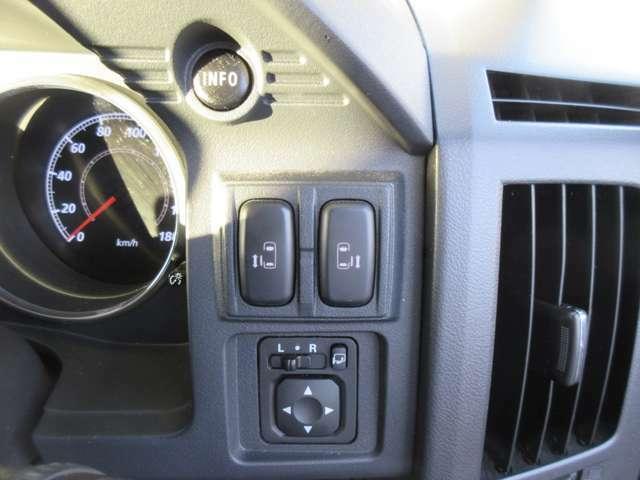両側電動スライドは運転席からも操作可能です