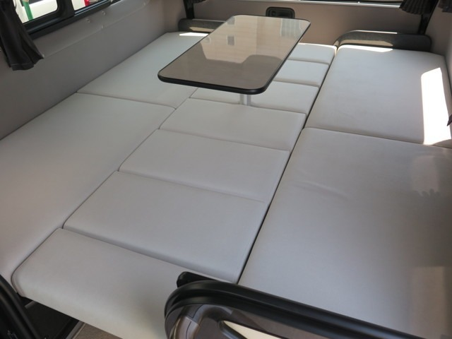 テーブルを装着したままでのベット展開も可能となっております!