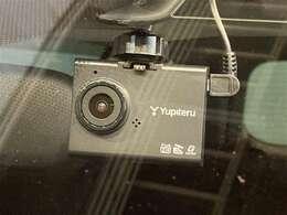 ドライブレコーダー♪万が一事故が起こってしまった際に役立ちます。録画された映像は、事故の状況を判断する場合の証拠にもなることもありますので安心ですよね(^^)